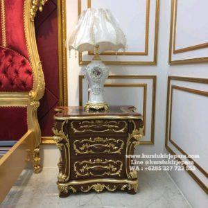 Bedside Tempat Tidur Mewah King Salman